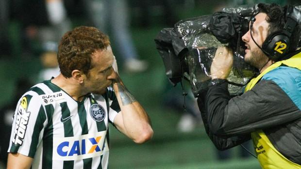 Zé Love gol Coritiba x Paysandu (Foto: Joka Madruga / Ag. Estado)