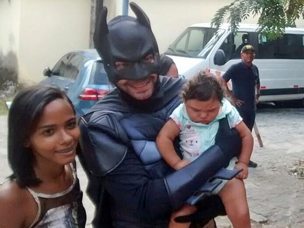Festa das Crianças teve direito a super heróis em hospital referência em microcefalia em Pernambuco (Foto: Cláudia Ferreira/G1)