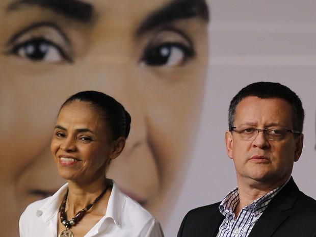 Marina Silva e o candidato a vice, deputado Beto Albuquerque, durante lançamento do programa de governo da candidata a presidente (Foto: Paulo Whitaker/Reuters)