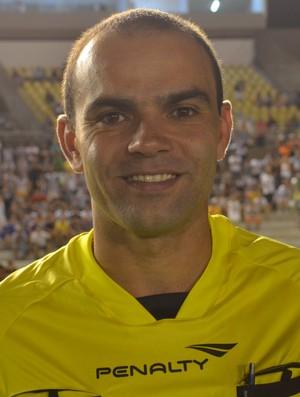 Renan Roberto, árbitro paraibano, Almeidão (Foto: Pedro Alves/GloboEsporte.com)
