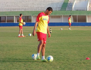 Edson Rocha, zagueiro do América-RN (Foto: Jocaff Souza/GloboEsporte.com)