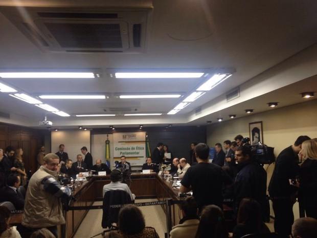 Reunião da Comissão de Ética deliberou sobre Caso Jardel (Foto: Nathalia Fruet/RBS TV)