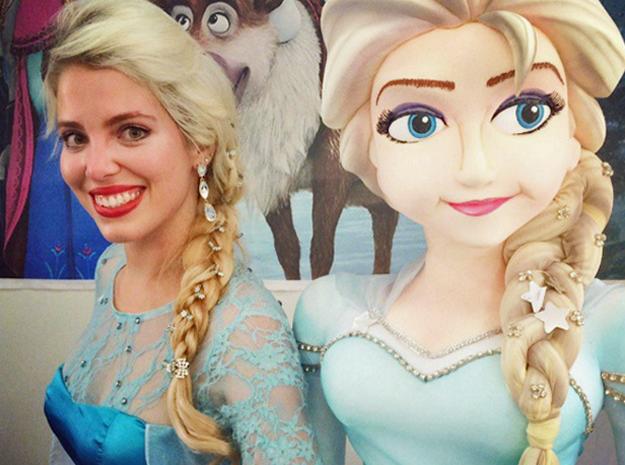 Natália Bittencourt é sósia há 9 meses da princesa Elsa, do filme 'Frozen' (Foto: Nayara Bittencourt/Arquivo Pessoal)