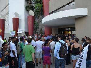 Protesto Rio Jaguaribe (Foto: Walter Paparazzo/G1)
