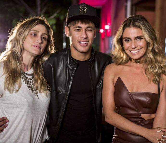 Neymar também brilhou em 'A Regra do Jogo', ao lado da diretora Mautner e da atriz Giovanna Antonelli (Foto: Ellen Soares/ Gshow)
