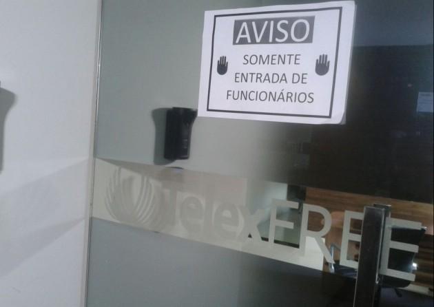 Polícia Federal foi até a sede da Telexfree, em Vitória (Foto: André Falcão/ TV Gazeta)