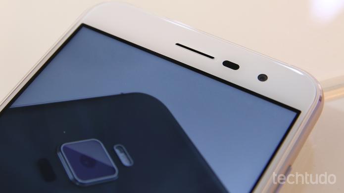 A tela do Zenfone 3 tem a tecnologia de proteção Gorilla Glass 3(Foto: Fabrício Vitorino/TechTudo)