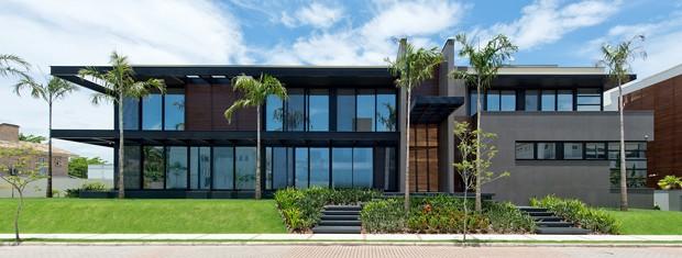 Casa de 1600 metros quadrados toda feita com paredes de - Imu 2 casa 2017 ...