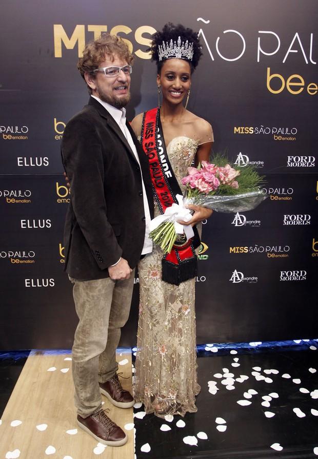 Sabrina de Paiva e o namorado João Costa Jr. (Foto: Celso Tavares/EGO)