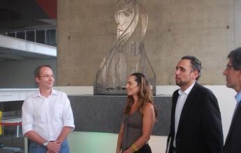 Estátua de Ayrton Senna é inaugurada em homenagem aos 25 anos do tri