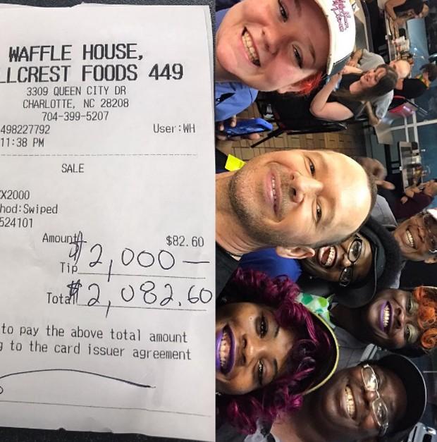 Cantor do New Kids On The Block dá gorjeta de R$ 6 mil reais para funcionários de restaurante
