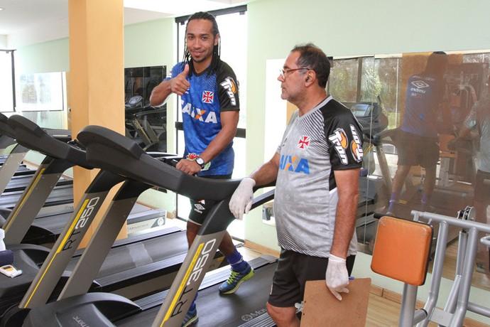 everton costa treino academia vasco (Foto: Marcelo Sadio / vasco.com.br)