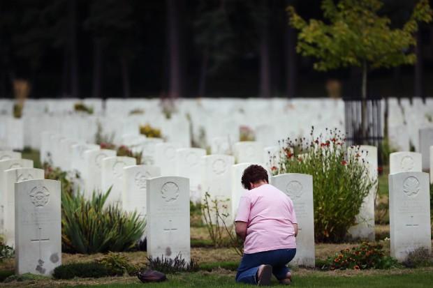 Funcionários de cemitério desenterram mulher após ouvir gritos de dentro do caixão