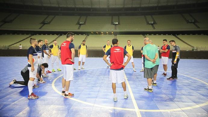 treino seleção brasileira futsal Castelão (Foto  Zerosa Filho CBFS) Brasil  fez treino de reconhecimento da quadra ... 2e89ffd6e84a4