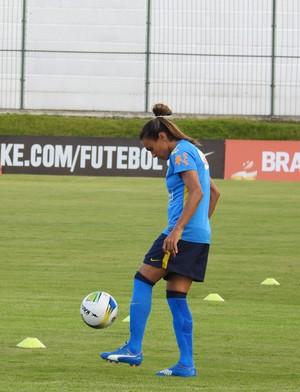 Marta durante treino da seleção brasileira em Natal (Foto: Cíntia Barlem)