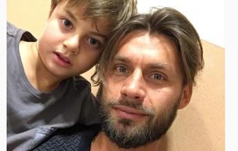Rafael Sobis chama o filho de herói  em foto publicada em rede social