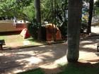 Telespectador registra sem-teto acampados em praça de Divinópolis