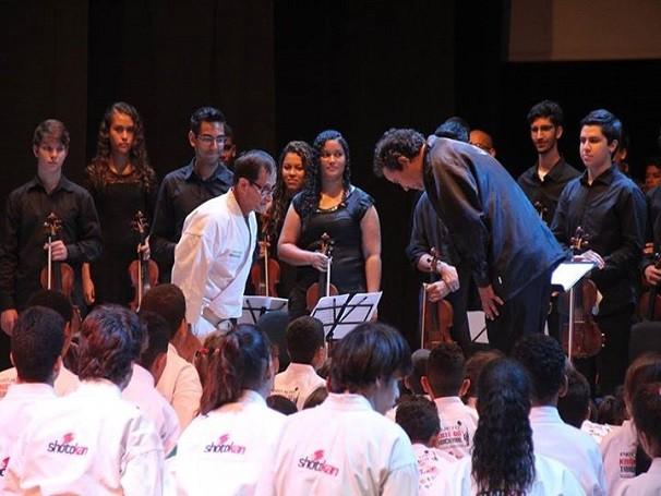 O espetáculo 'Esperança: Música e Karatê pela Cidadania' é fruto de uma parceria entre o Instituto Ciranda e a Associação Shotokan (Foto: Divulgação)
