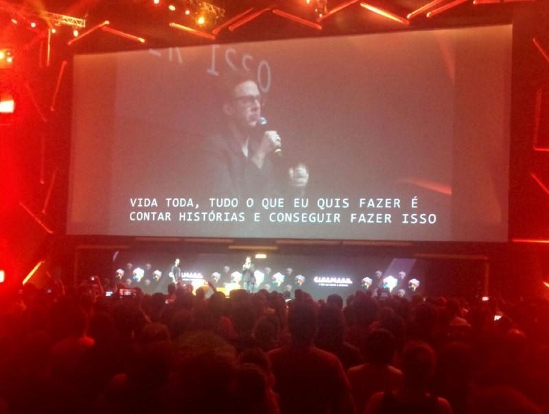 James Gunn fala durante painel  (Foto: Marcus Toledo)