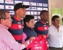 Zagueiro Alex Silva assina contrato e é apresentado pelo Jorge Wilstermann