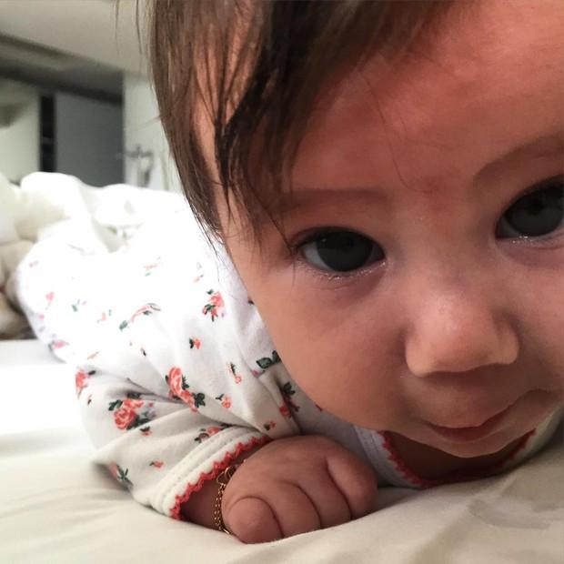 Hugo Moura mostra a filha, Maria Flor (Foto: Reprodução/Instagram)