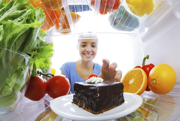 """""""Aproveite os alimentos que você ama com moderação"""", incentiva Amy Shapiro (Foto: Think Stock)"""