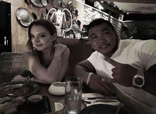 Lindsay Lohan e o fisiculturista Je-Yong Ha (Foto: reprodução)