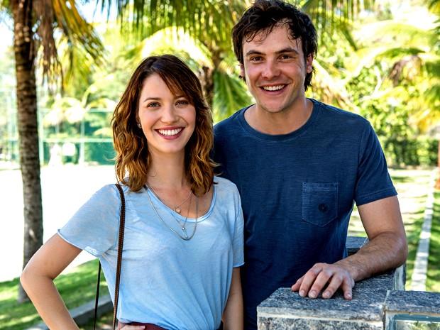 Nathalia Dill e Sergio Guizé vivem par romântico em Alto Astral (Foto: Fábio Rocha/ Gshow)