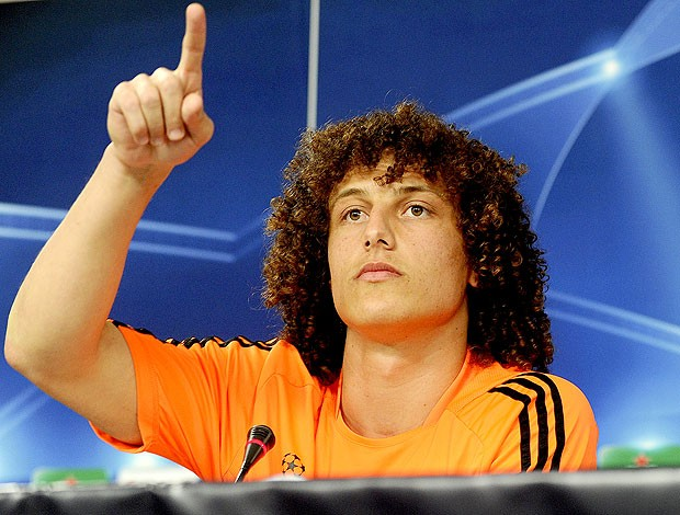 David Luiz na coletiva do Chelsea (Foto: AFP)
