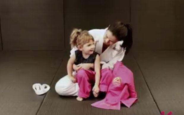 Kyra Gracie e as filhas (Foto: Reprodução)