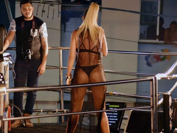 """Alinne Rosa brincou e disse antes de show que estava com """"vergonha"""" da roupa (Foto: Elias Dantas / Ag Haack)"""