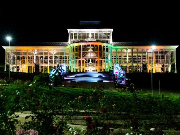 globo iluminacao jardim:Palacete de Cristal e árvores ganharam iluminação especial (Foto