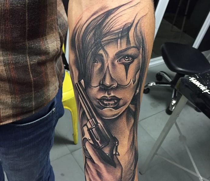 Desenhos marcantes. Cristiano exibe mais uma de suas tatuagens incríveis. (Foto: Arquivo Pessoal)