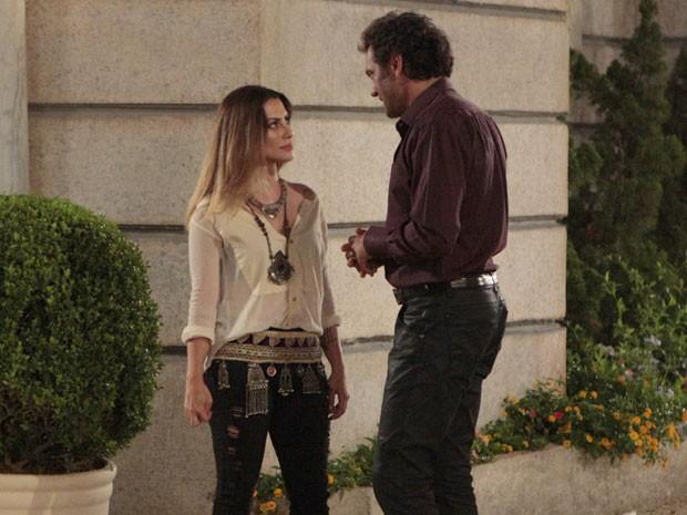Bianca é surpreendida quando Zyah fala em casamento (Foto: Salve Jorge/TV Globo)