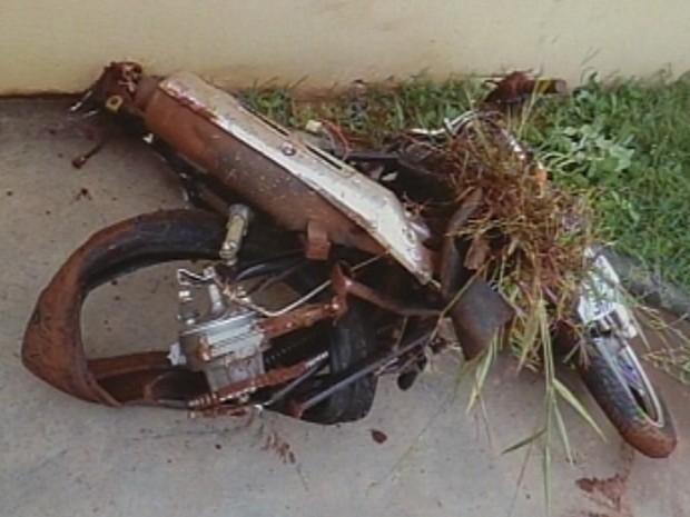 Acidente ocorreu na madrugada desta terça-feira (Foto: Reprodução/TV TEM)