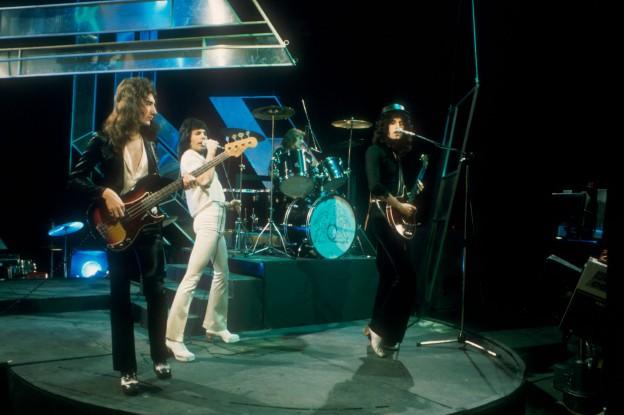 Queen em apresentação no programa Top of the Pops, da BBC, na década de 1970. (Foto: BBC)
