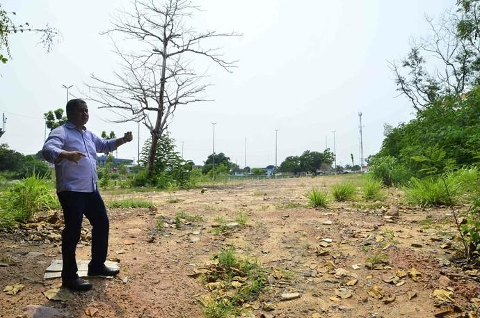 Técnicos visitaram nesta sexta o local onde será construído o CT de Tiro com Arco, em Manaus (Foto: Mauro Neto/Sejel)
