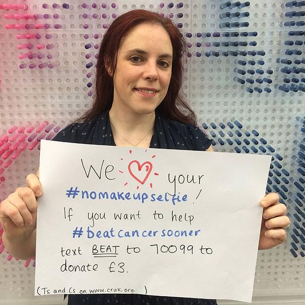#NoMakeUpSelfie: mulheres postam foto sem maquiagem para aumentar conscientização sobre o câncer de mama