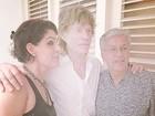 Mick Jagger e Caetano Veloso posam juntos para foto no Rio
