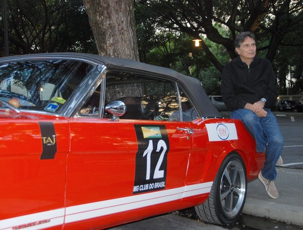 O tricampeão de Fórmula 1 Nelson Piquet sentado em seu Mustang nas Mil Milhas Históricas (Foto: Alexander Grünwald / GLOBOESPORTE.COM)