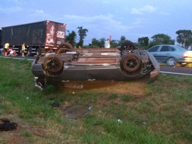 Três jovens morreram após capotamento na Rodovia Armando de Sales Oliveira, em SP (Foto: Joselias da Silva Galdino/Arquivo pessoal)
