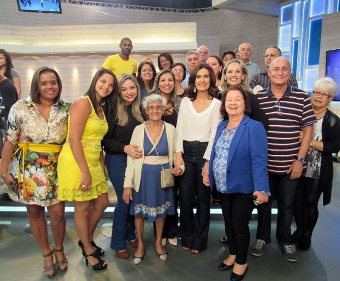 Plateia posa com a apresentadora (Foto: Priscilla Massena/Gshow)