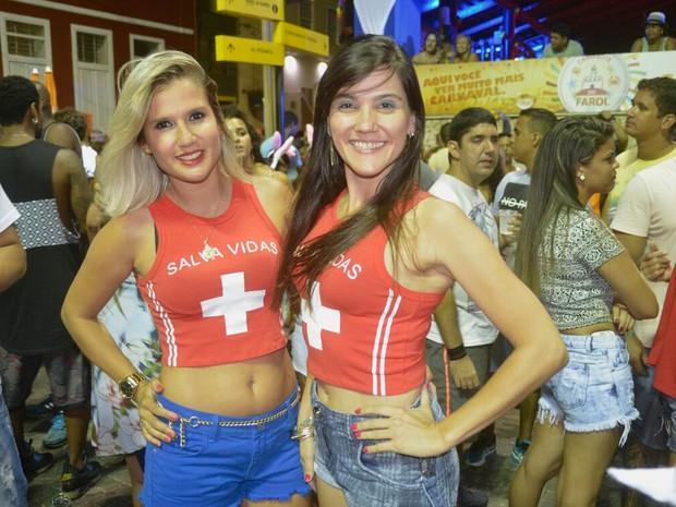 Amigas foram fantasiadas de salva-vidas no circuito Sérgio Bezerra (Foto: Diogo Macedo/ Ag. Haack)