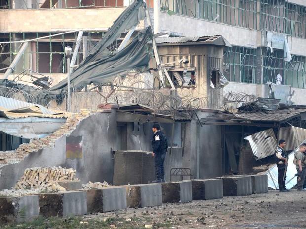 Prédio destruído do consulado da Alemanha no Afeganistão  (Foto: Farshad Usyan / AFP Photo)