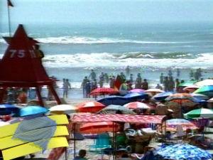 Praias movimentadas com o feriadão de Natal (Foto: Reprodução/RBS TV)