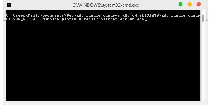Digite o comando para desbloquear o bootloader do dispositivo (Foto: Reprodução/Paulo Alves)