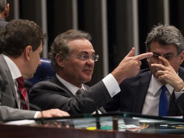 Presidente do Senado, Renan Calheiros (PMDB-AL), durante sessão no Senado, em Brasília, nesta terça-feira.  (Foto: Ed Ferreira/ Estadão Conteúdo)