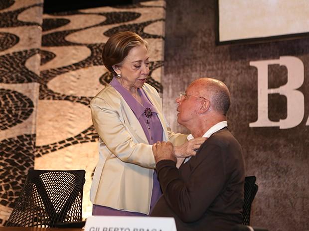 Fernanda Montenegro e Gilberto Braga conversam nos bastidores (Foto: Carol Caminha / Gshow)