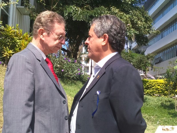 Pai do juiz Alexandre Martins e o delegado Danilo Baihense (Foto: Juirana Nobres/ G1)