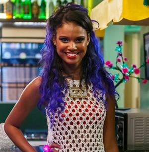 Inspirada em Rihanna, atriz muda cor de cabelo (Ricardo Penna/Artur Meninea/Gshow)